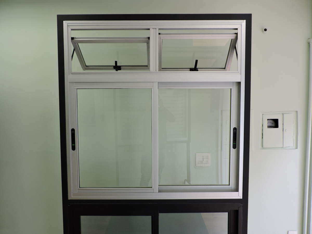 Janela em esquadria de alumínio e vidro - Foto 1