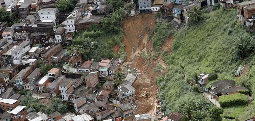 Risco de desabamento de imóveis e muros é maior no período chuvoso