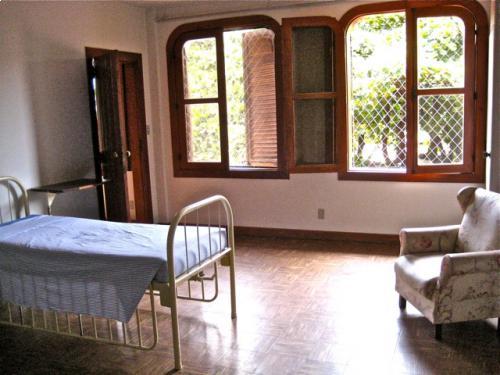 Dormitorio piso superior com 2 leitos
