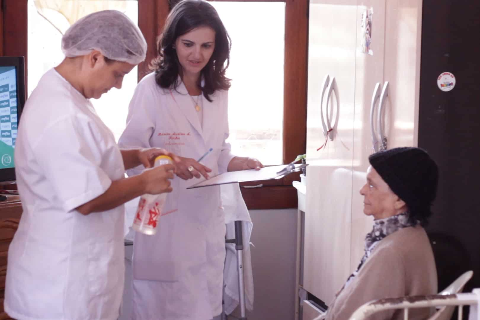 A rotina de um profissional de enfermagem em uma instituição de longa permanência