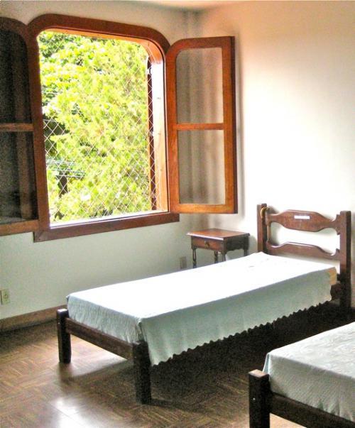 Dormitorios amplos, arejados e com boa lumino