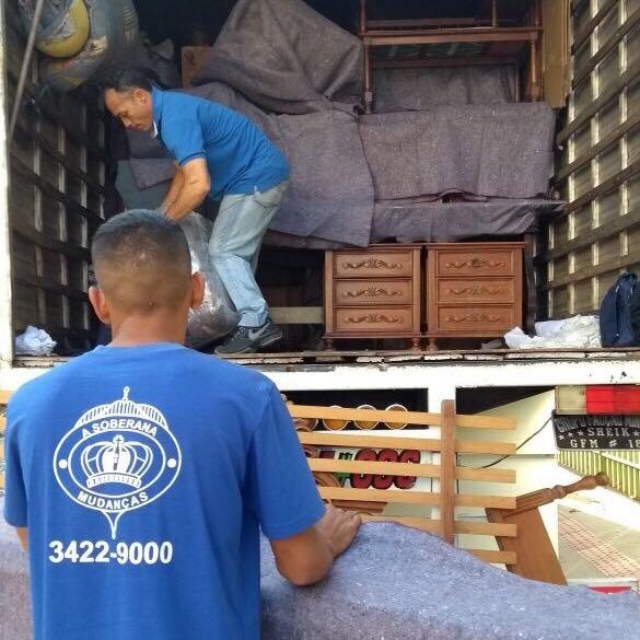 Equipe de montagem de móveis em geral