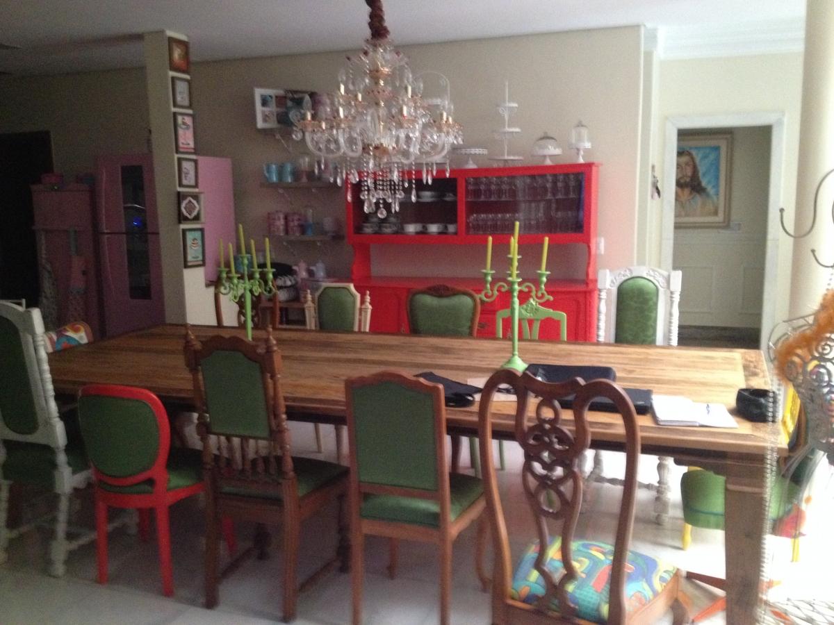 Cojunto de cadeiras de sala jantar e buffet