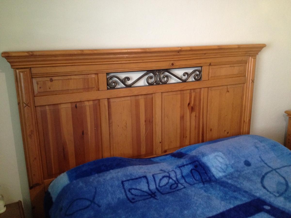 Cabeceira de cama na madeira natural