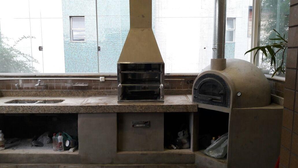 Forno e churrasqueira com revestimento DACAPO