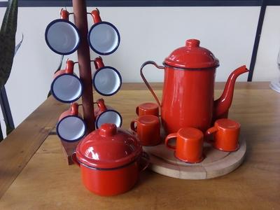 Bule vermelho esmaltado c/ xícaras e açucareiro - Foto 1