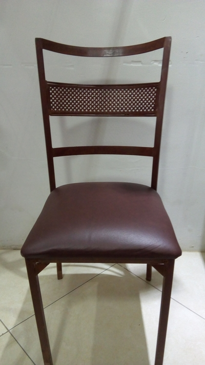 Cadeira de ferro marrom - Foto 1