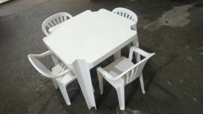 Conjunto de mesa infantil c/ 4 cadeiras (branco) - Foto 1