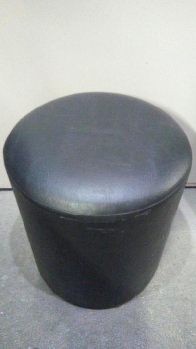 Puff cilíndrico (preto) - Foto 1