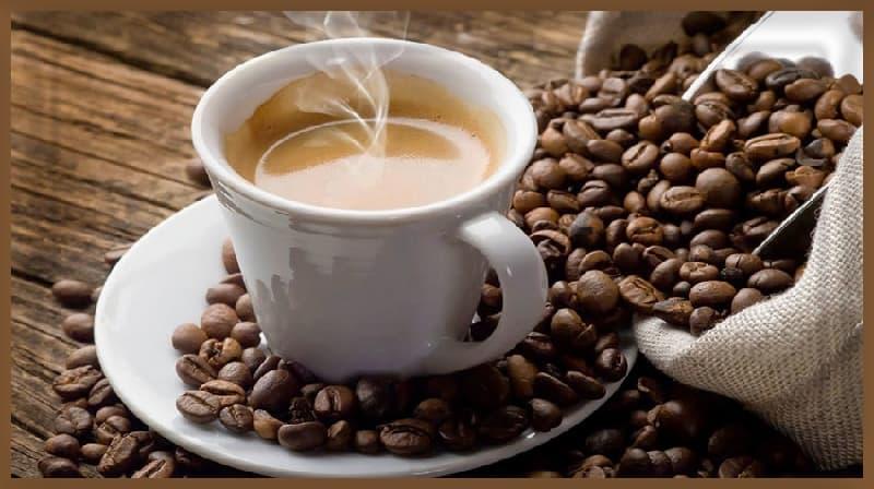 Beba café após o café da manhã, não antes, para melhor controle metabólico