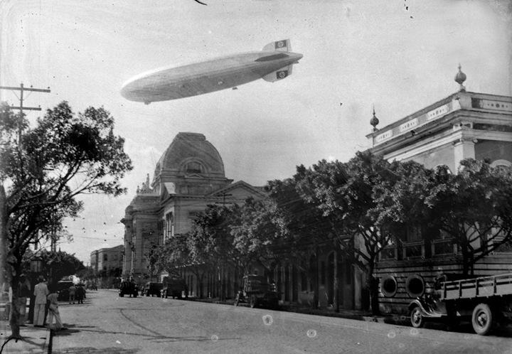 Zeppelin sobrevoando Recife