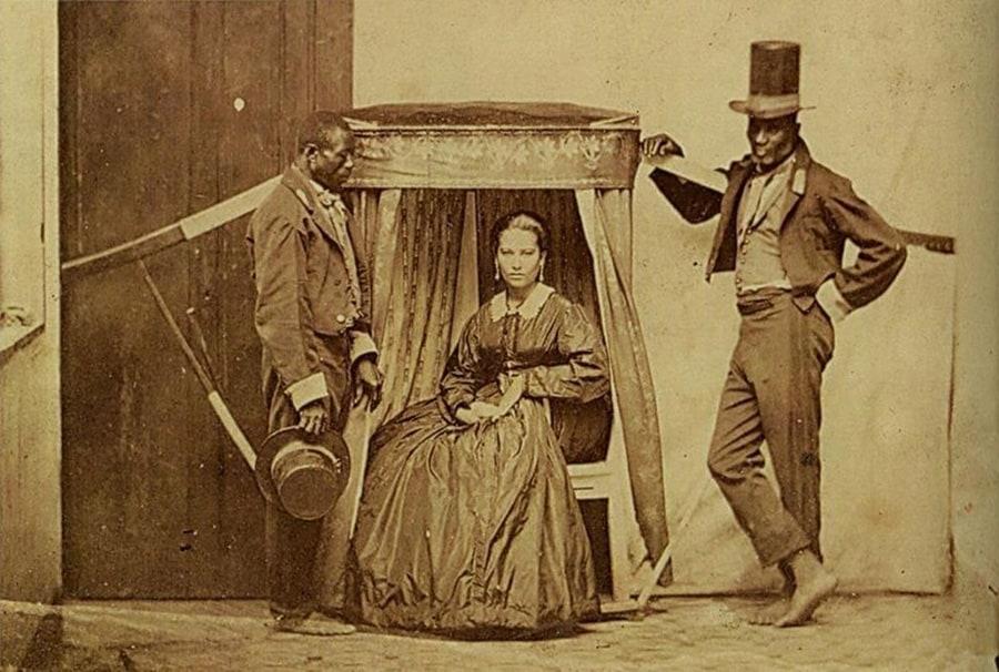 Escravos carregam senhora 1860