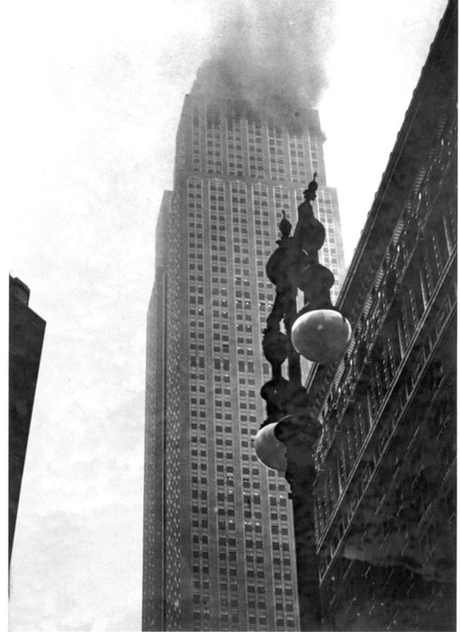Edifício Empire State Building em chamas 1945