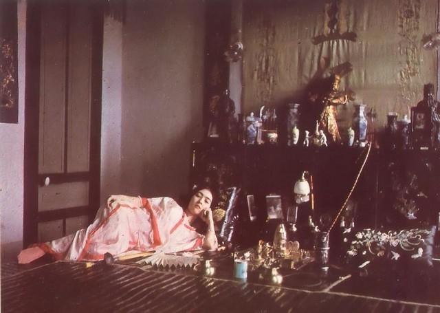 Mulher fumando ópio, 1915