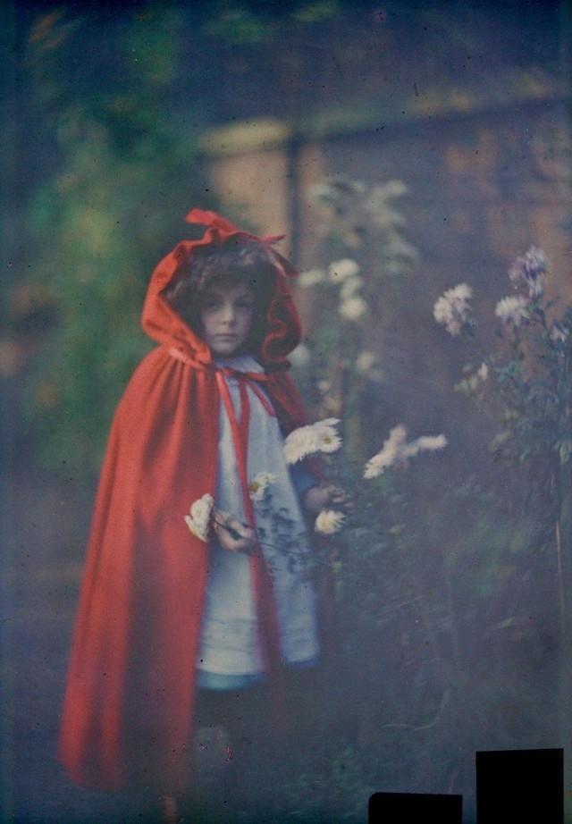 Uma garota usando capa vermelha, 1907
