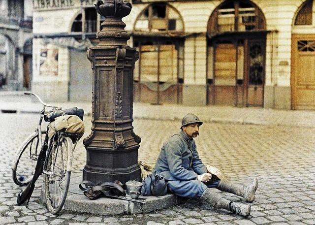 Soldado francês em seu horário de almoço,1914