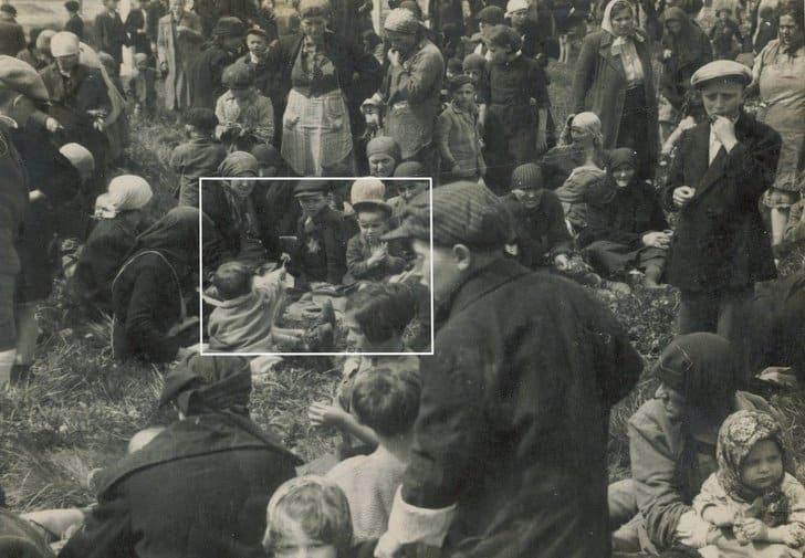 """Menino dando flor a outro """"Auschwitz&quo"""