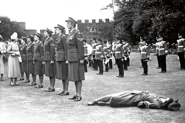 Mulher desmaia calor frente princesa 1949