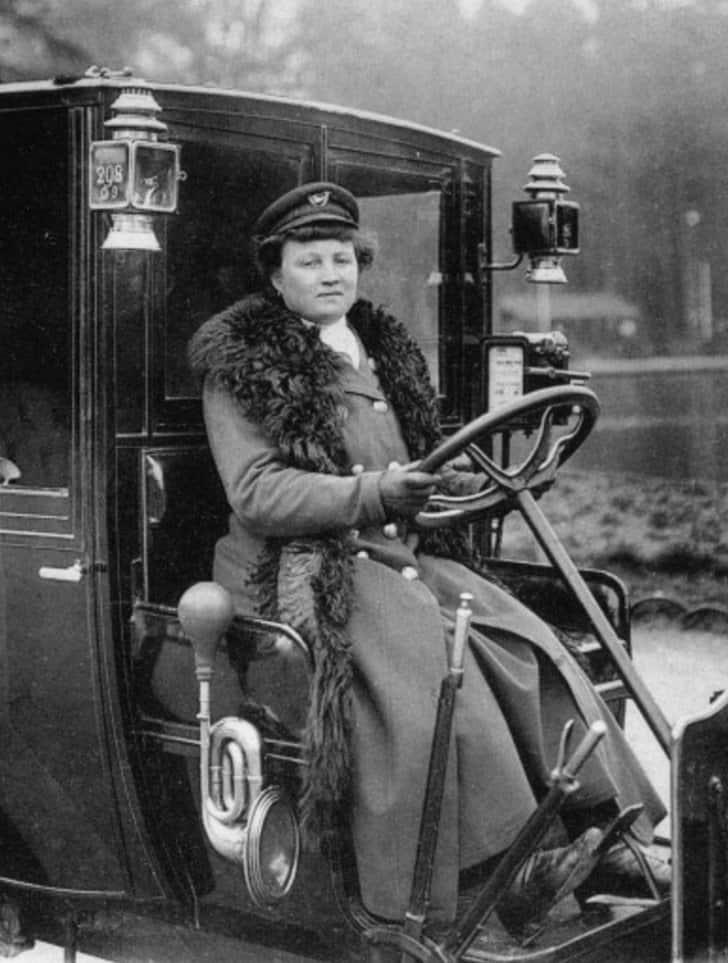 MademoiselleDecourcel primeira taxista mulher