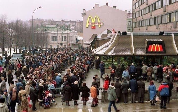 Inauguração MacDonald's Rússia