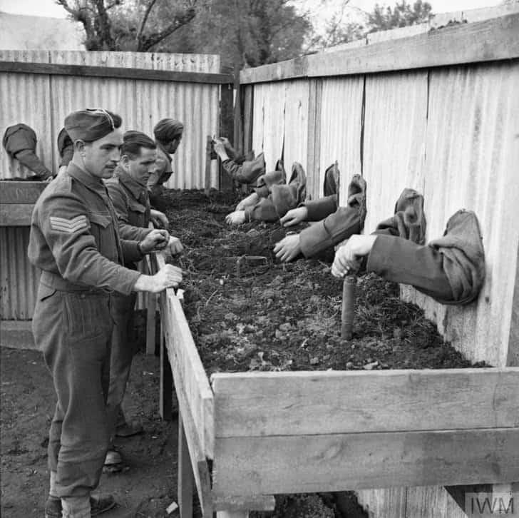 Soldados treinam desarmar minas