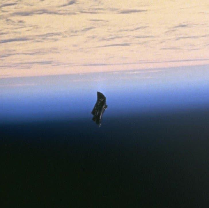 Cavalheiro Negro, órbita da terra, 1998