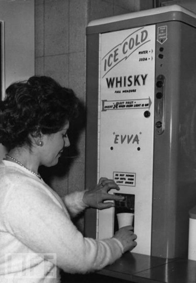 Whisky no trabalho no lugar de café - 1950