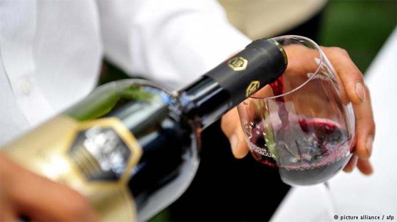 Não há nível saudável para o consumo de álcool, diz estudo.
