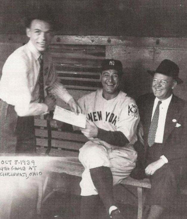 Frank Sinatra pedindo autógrafo a Lou Gehrig,