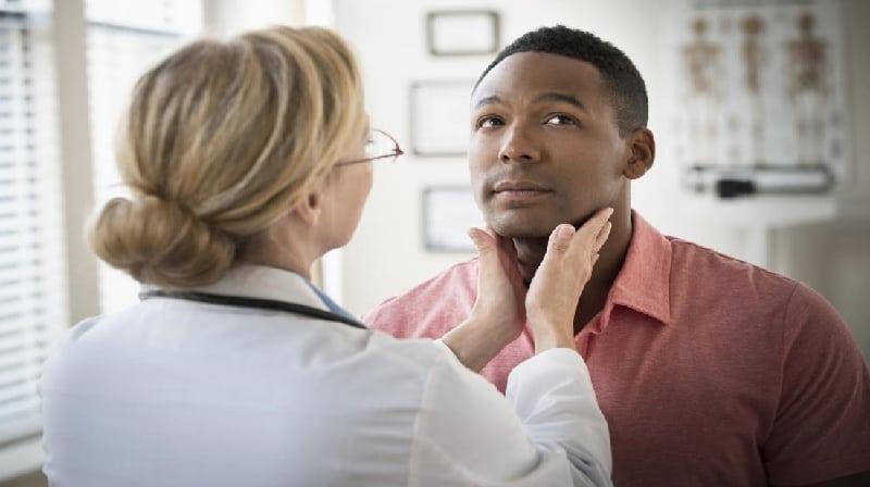 O que significa um nódulo tireoidiano hipoecoico?
