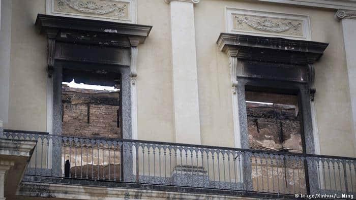 Objetos cada vez mais danificados no Museu Nacional