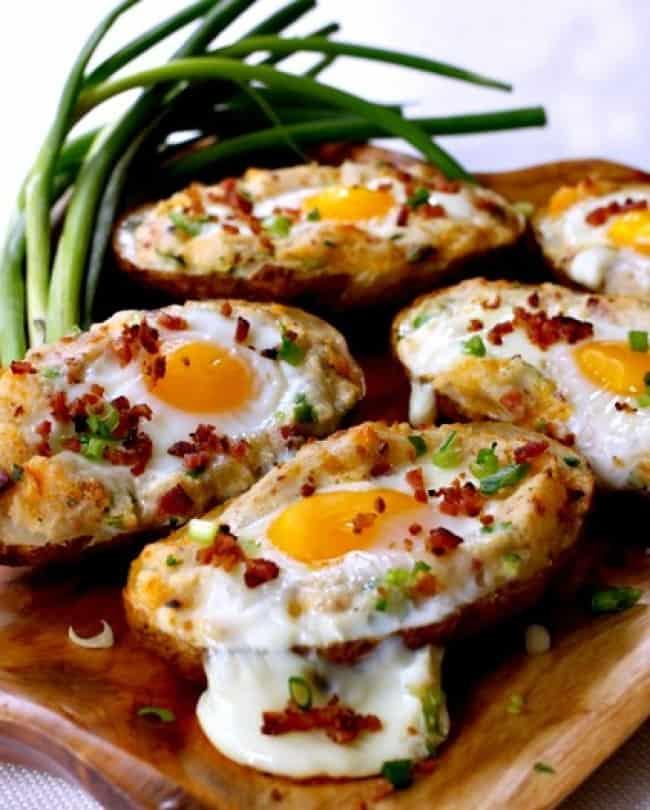 Ovos no barquinho de batata assada
