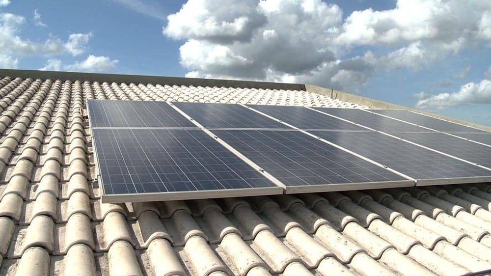 Brasil deve ampliar capacidade de energia solar em 115% em 2018, diz associação