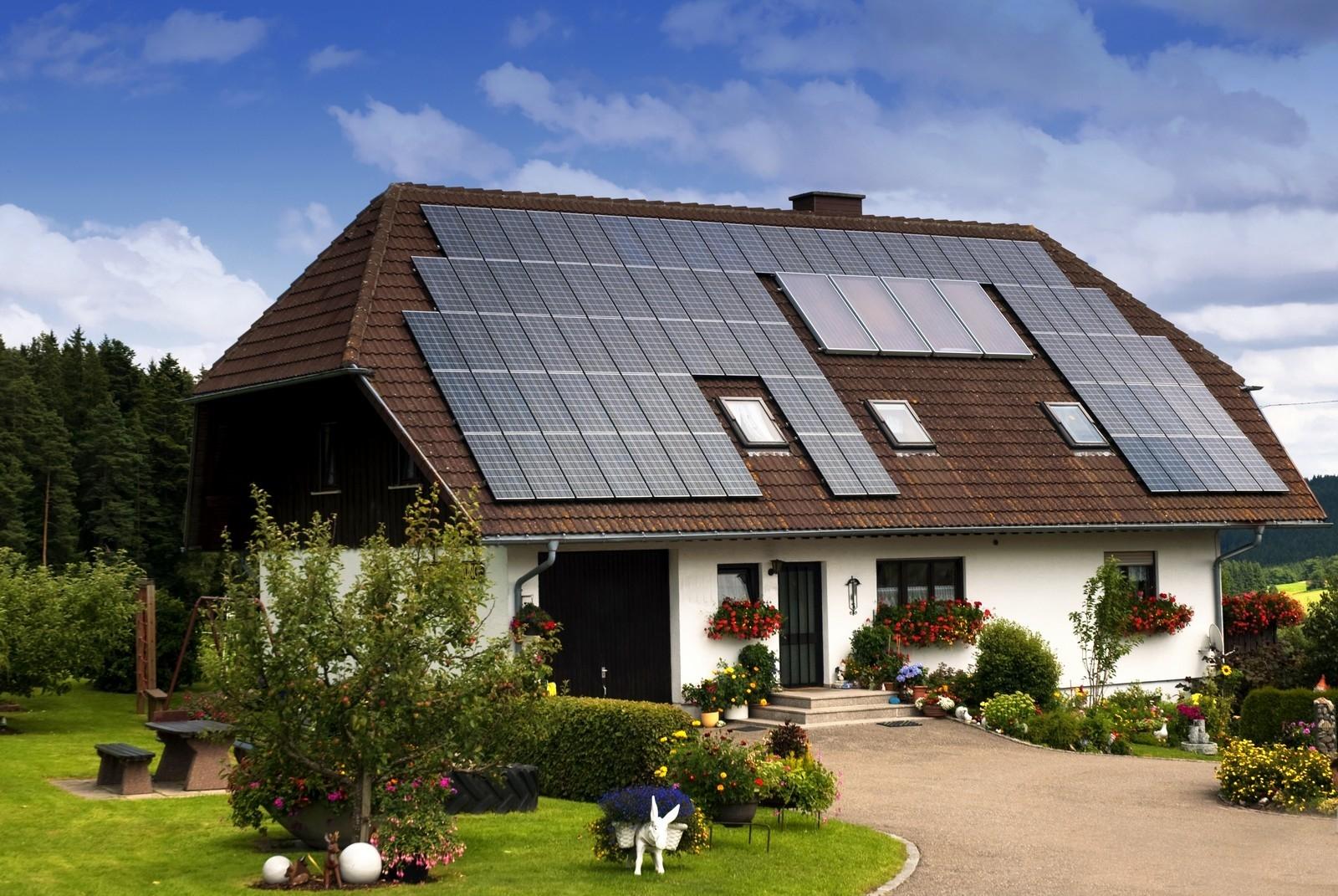 Instalação de painéis solares pode reduzir a conta de luz