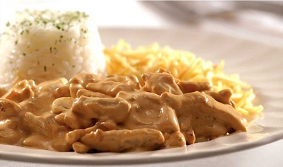Strogonof, acompamha arroz, batata frita, saladas - Foto 1