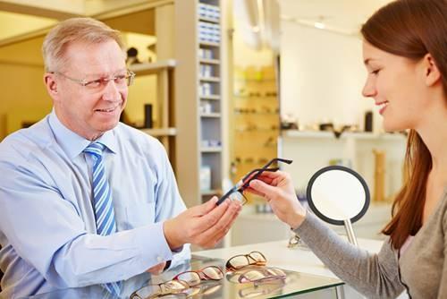 O Que o Seu Consultor de Vendas deve Saber antes de Atender um Cliente