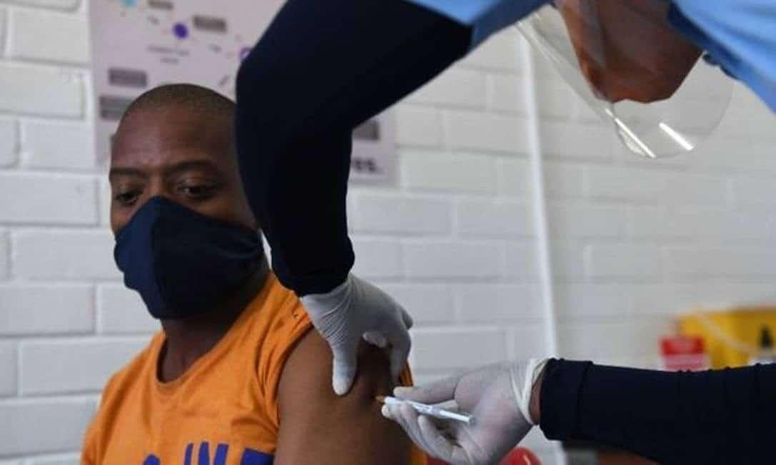 Análise prévia da eficácia de vacina de Oxford pode permitir uso emergencial em 2020.