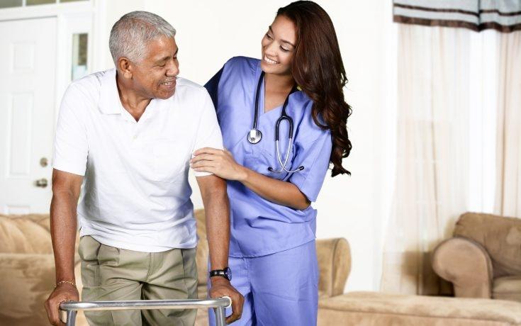 Conheça as quatro categorias de riscos que provocam quedas de idosos