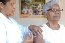 Idosos devem manter vacinações em dia para prevenir doenças