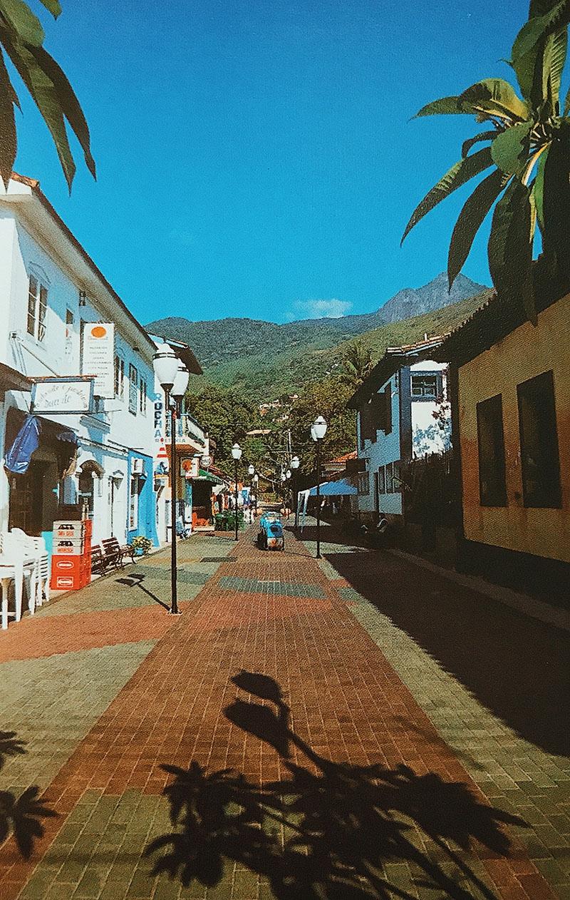 Rua do Meio e Ciclovia da orla/ Ilhabela - SP