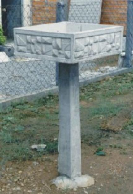 Lixeira geométrica com pedestal - Foto 1