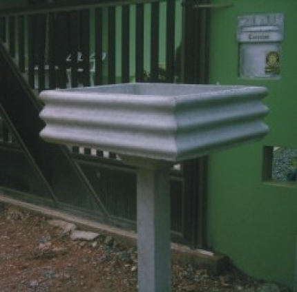 Lixeira ondulada com pedestal - Foto 1