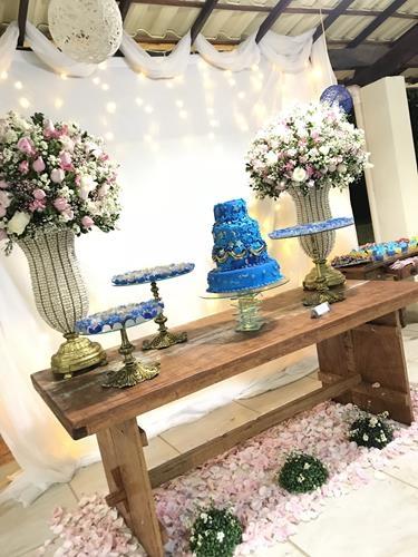 decoração mesa da debutante