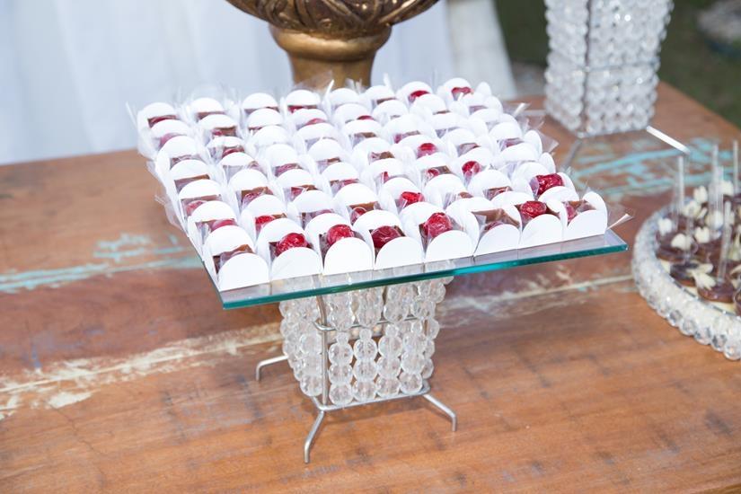 Caixinha de chocolate com geleia de damasco