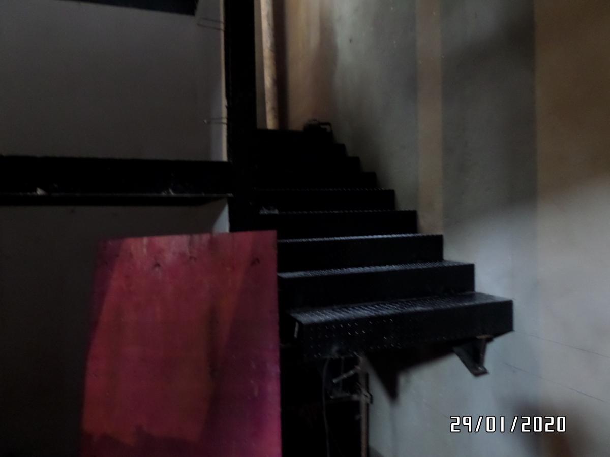 Execução de escadas metálicas