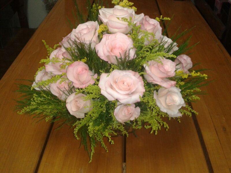Arranjo floral redondo rosa vânia