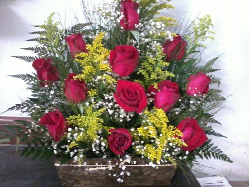 Arranjo só frente de rosas vermelhas