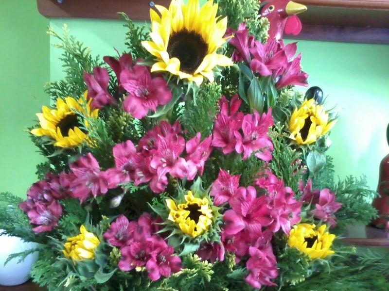 Arranjo floral só frente astromélia. girassol