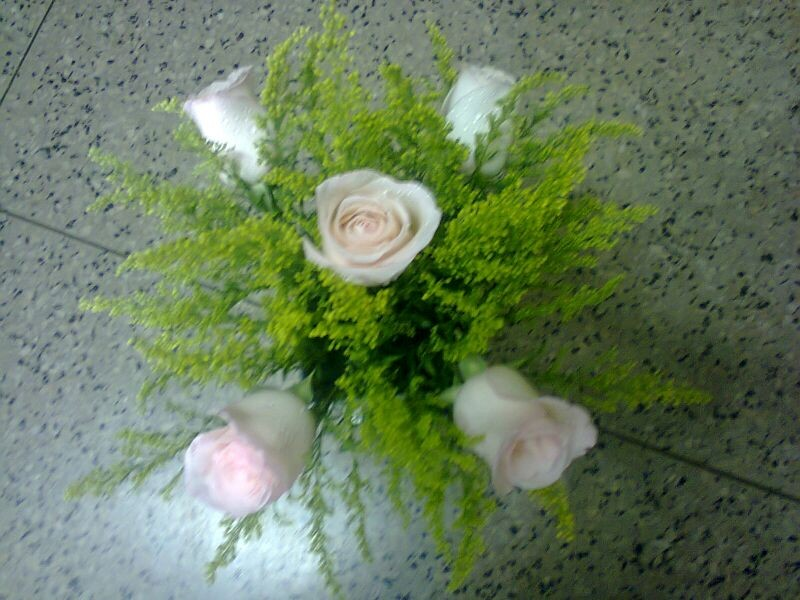 Arranjo de cinco rosas