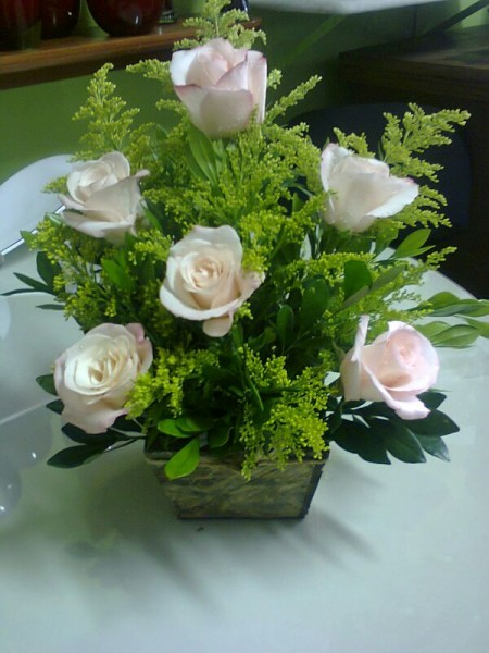 Arranjo floral seis rosas vania